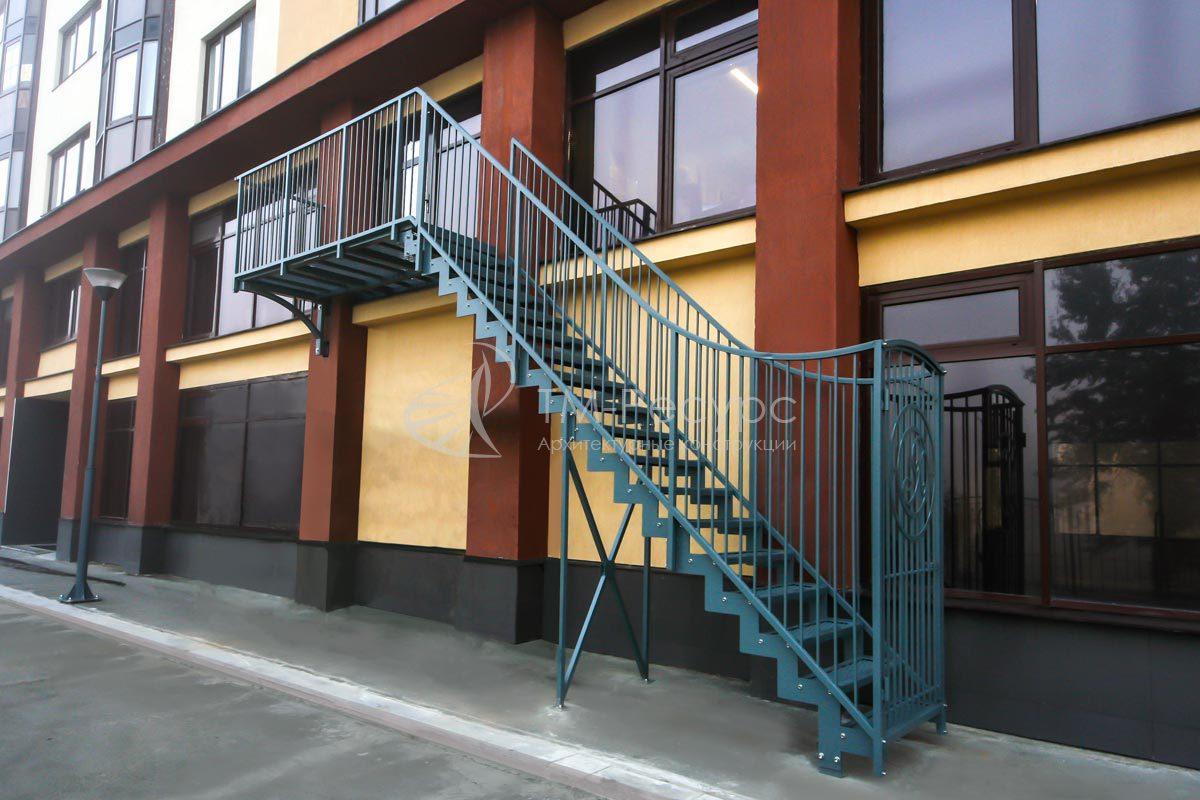 """Эвакуационная лестница - жилой дом """"Ясная поляна""""."""