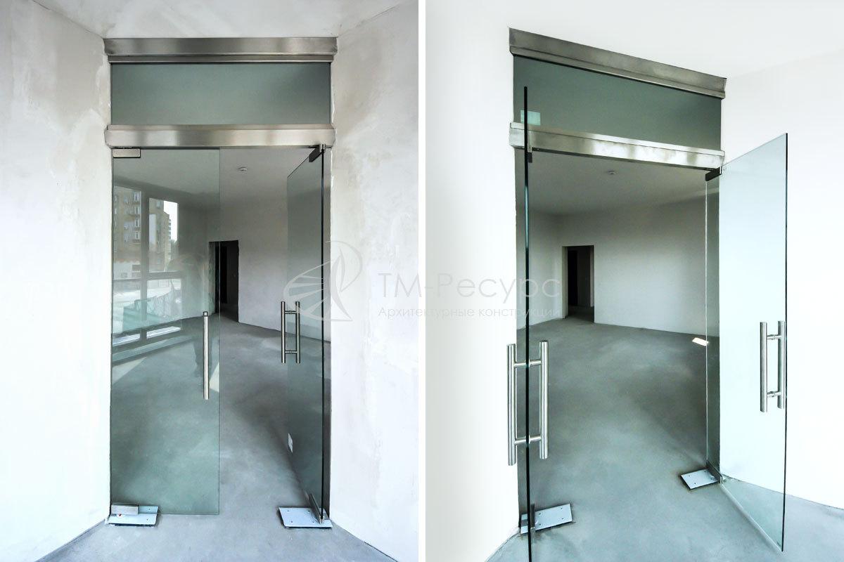 """Двустворчатые стеклянные двери - жилой комплекс """"art&smart""""."""
