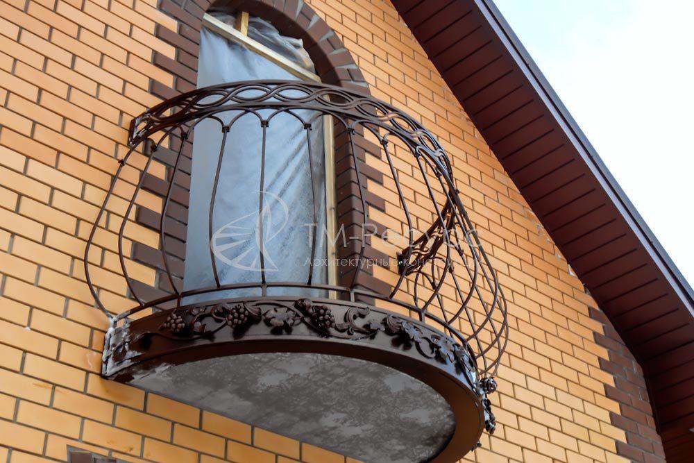 Кованое ограждение балконов - жилой дом.